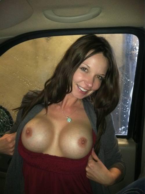 偽乳の外国人女性 13