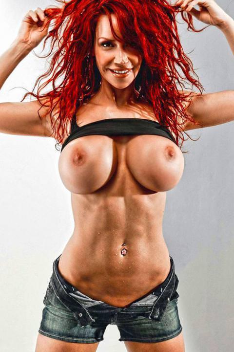 偽乳の外国人女性 22
