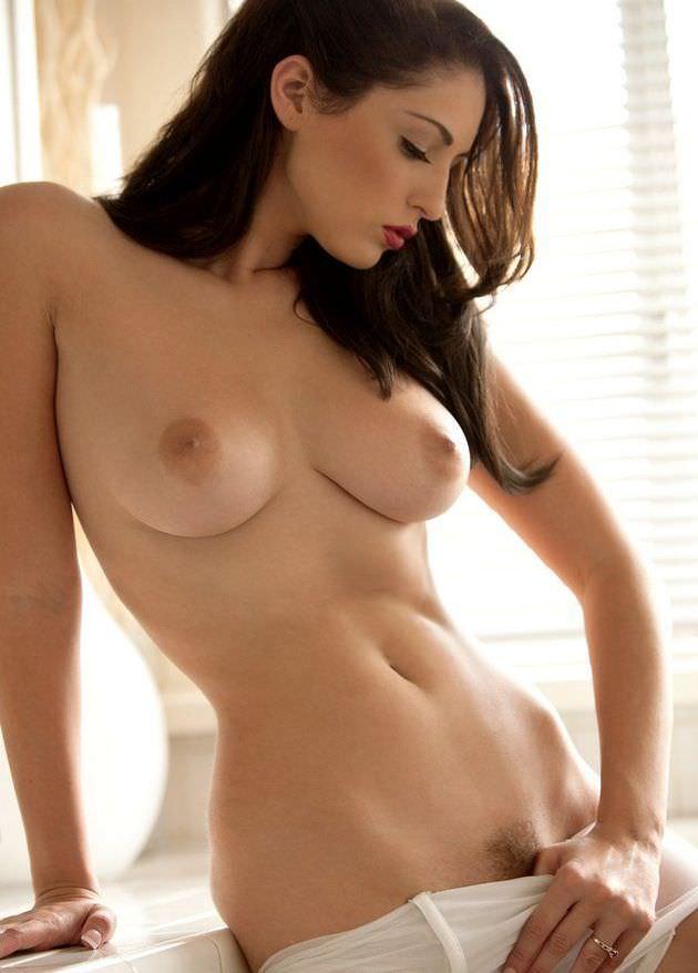 外国人の極小乳頭の爆乳おっぱい 36