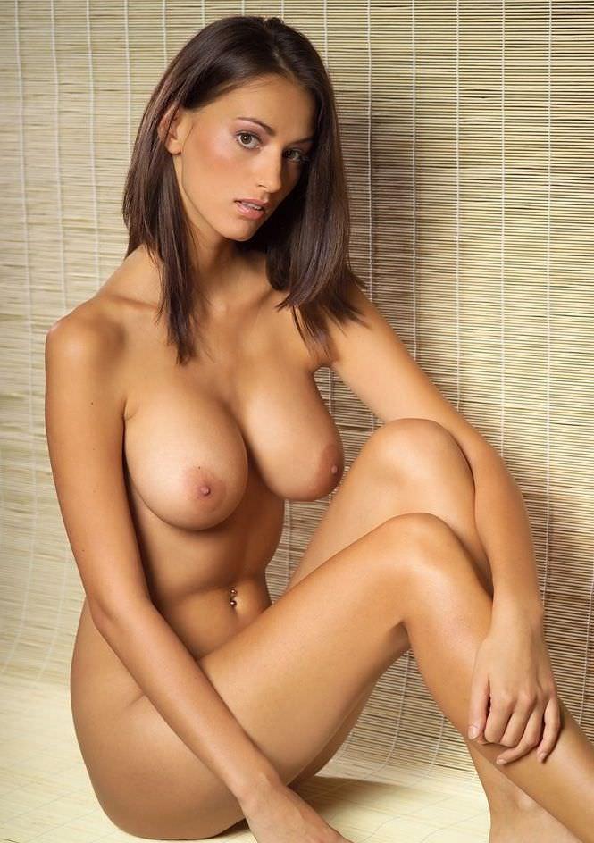 外国人の極小乳頭の爆乳おっぱい 37