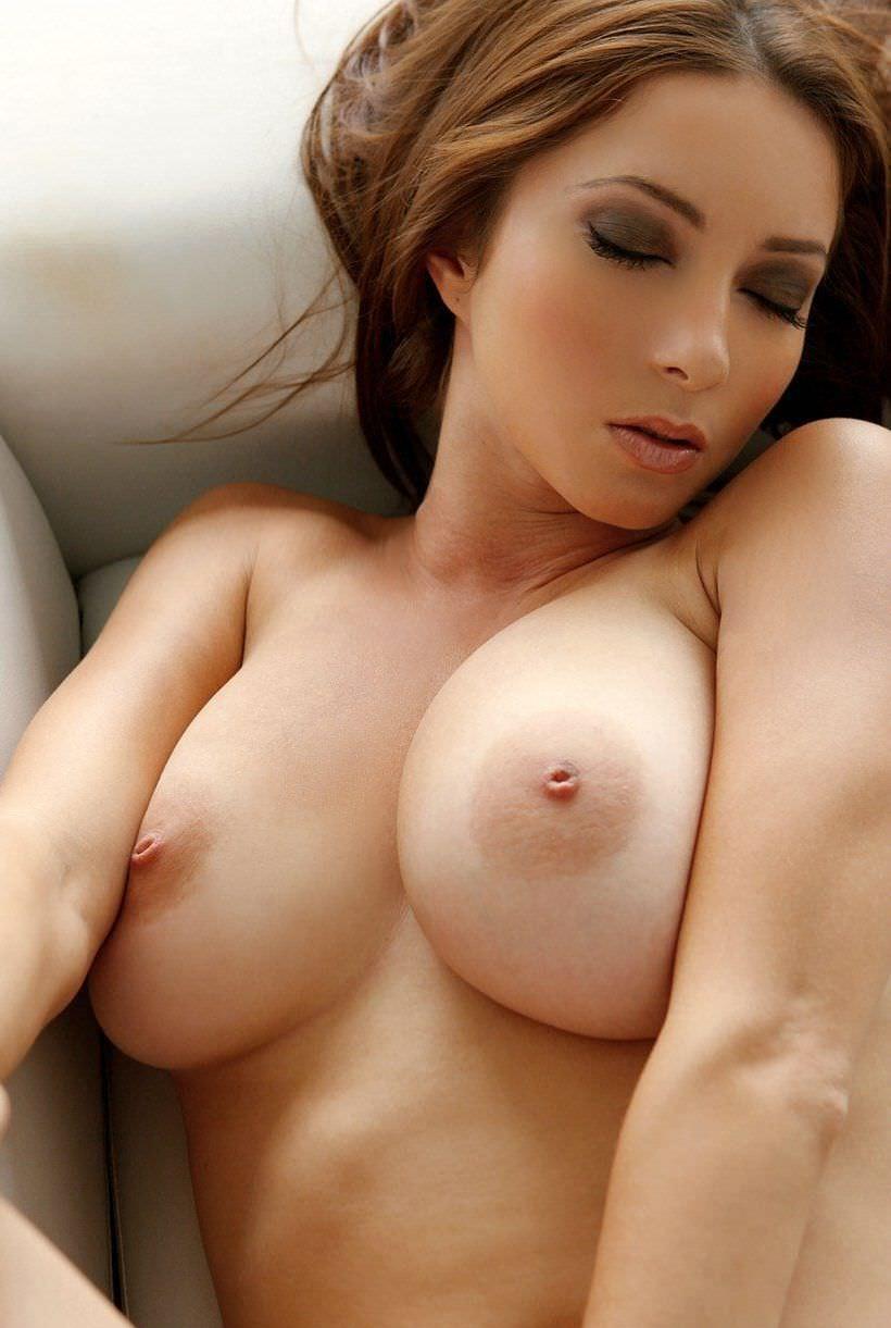 外国人の極小乳頭の爆乳おっぱい 47