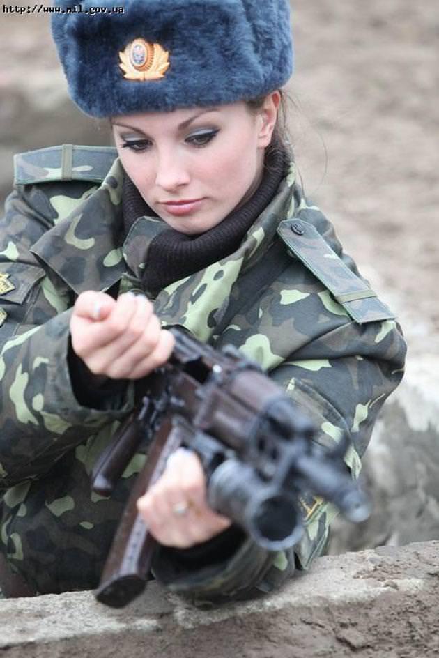 外国人美女の軍服姿 14