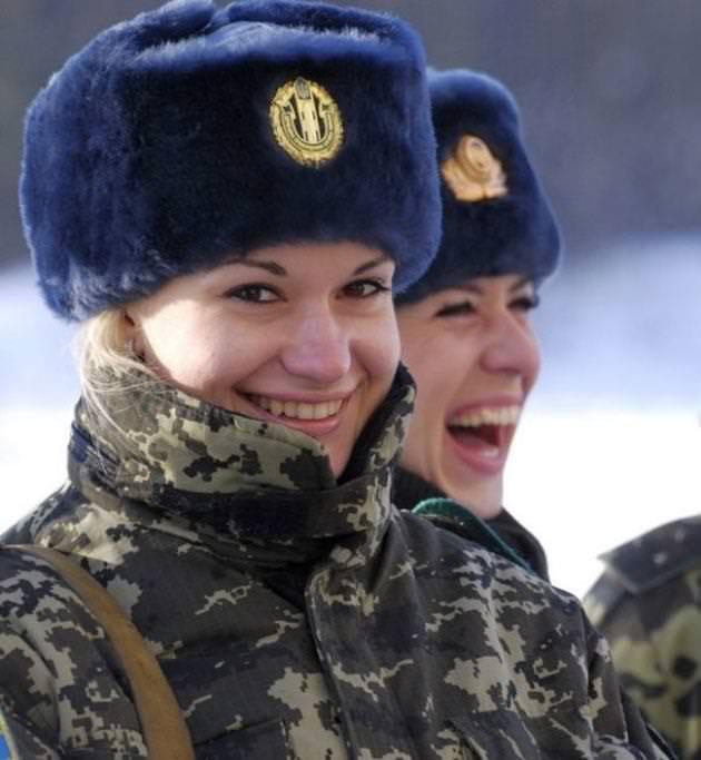 外国人美女の軍服姿 15