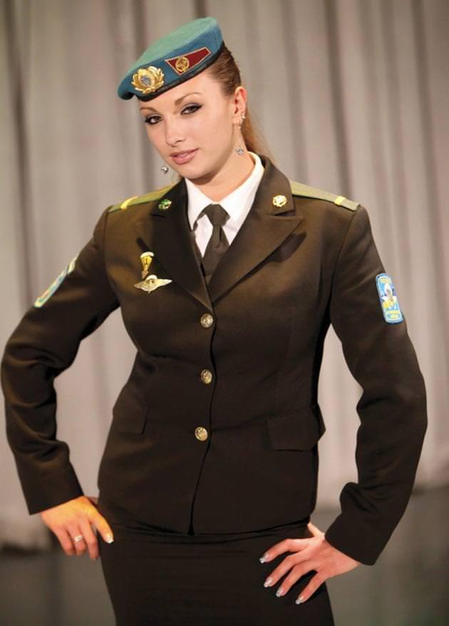 外国人美女の軍服姿 16