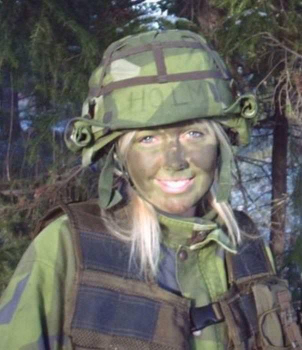 外国人美女の軍服姿 18
