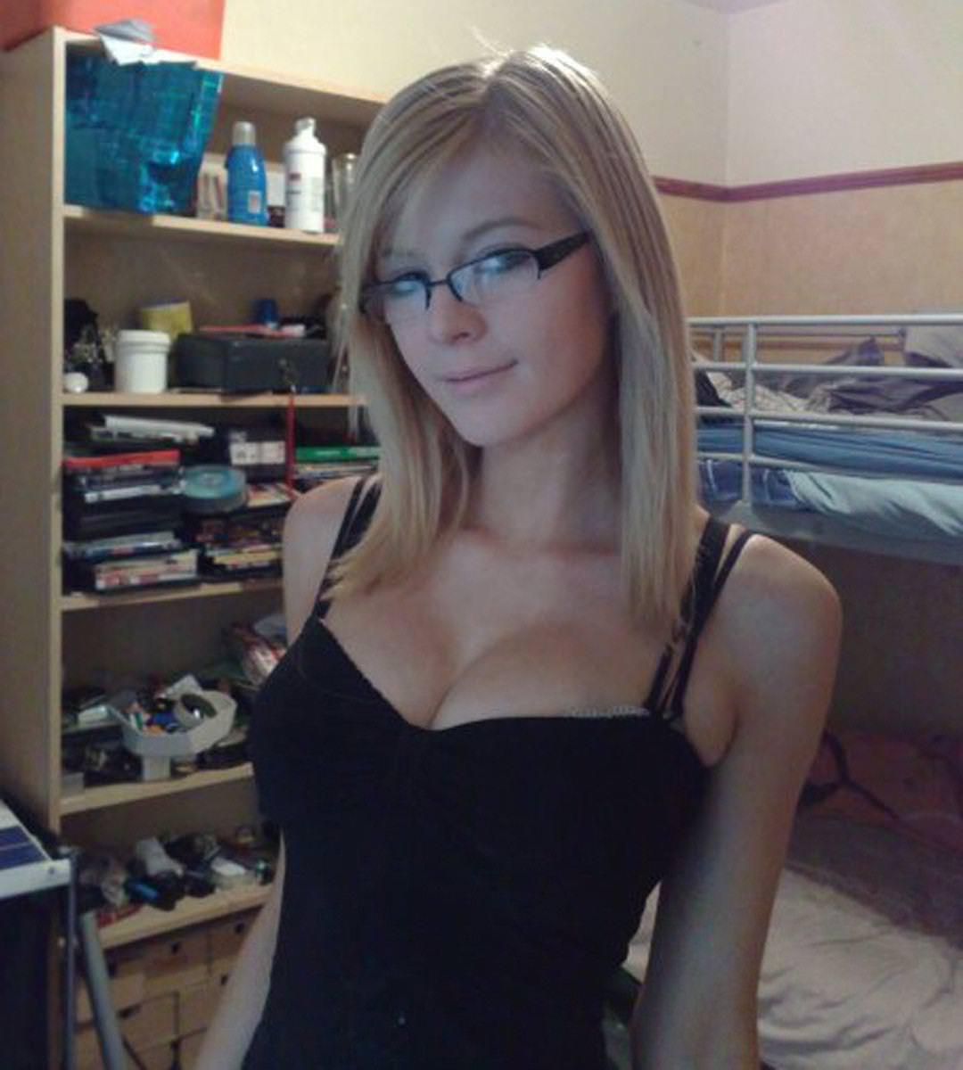 メガネ巨乳の外国人 8