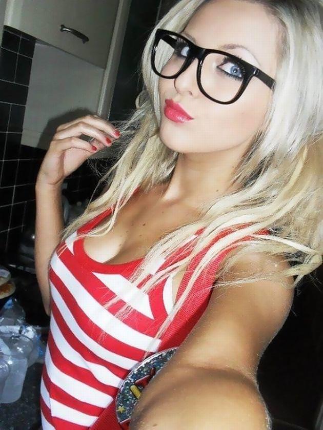 メガネ巨乳の外国人 26