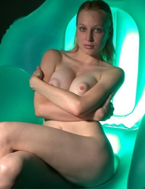 盛り上がったぷっくり乳輪の外国人美女 28