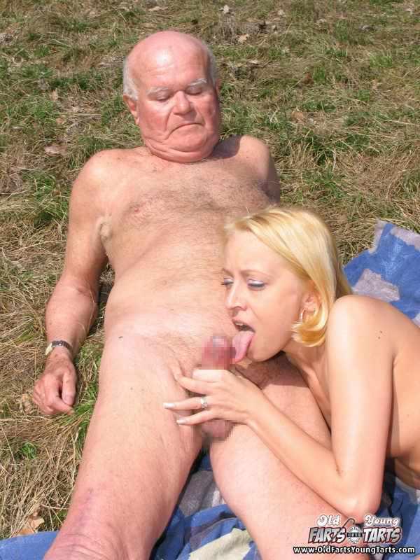 外国人美少女と老人のセックス 8