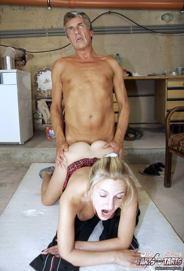 外国人美少女と老人のセックス 25