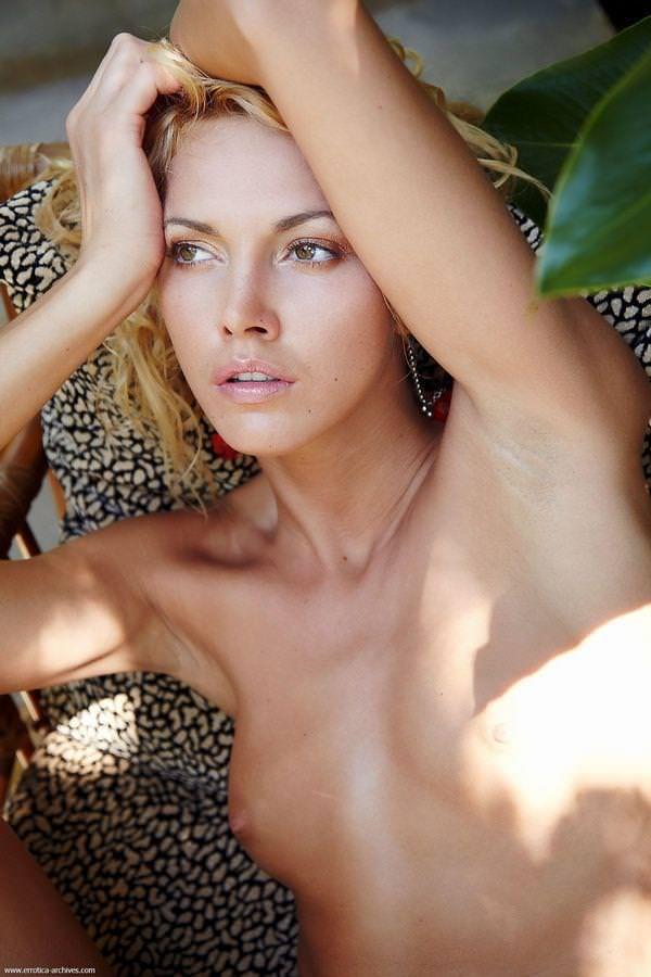 外国人美女のセクシーな裸体 17