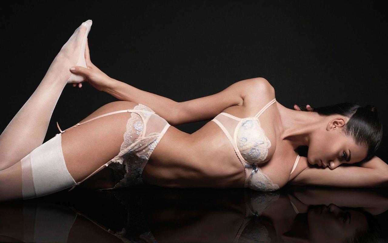 セクシーランジェリー姿の外国人美女 23
