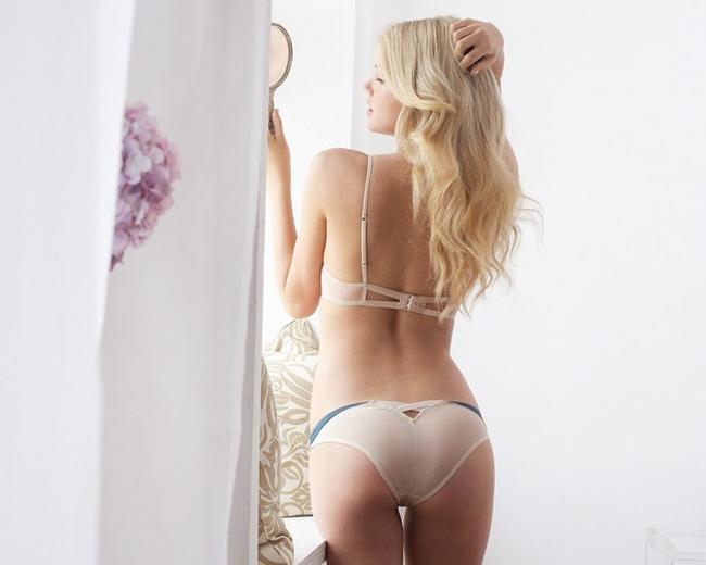 セクシーランジェリー姿の外国人美女 28
