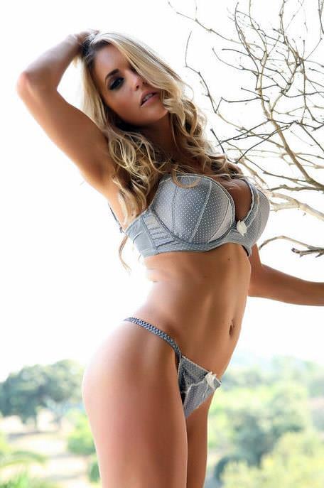セクシーランジェリー姿の外国人美女 31