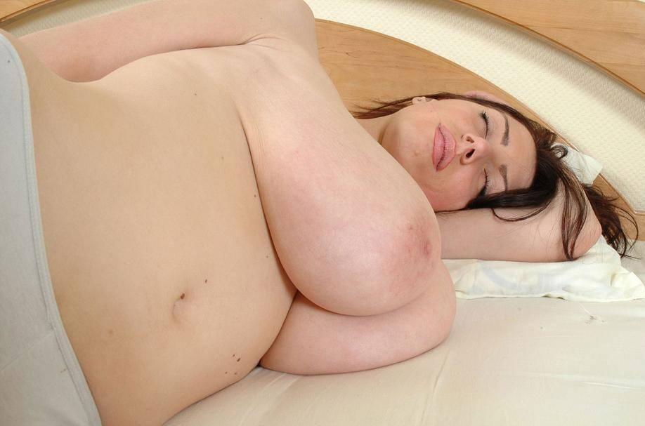 若いのに垂れ乳の外国人 9