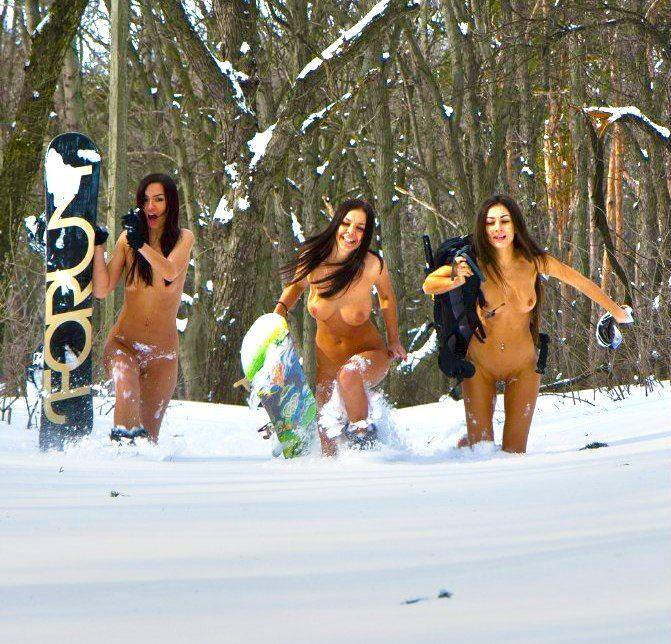 雪上の外国人ヌード 4