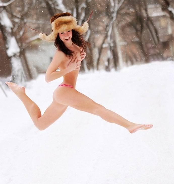 雪上の外国人ヌード 5