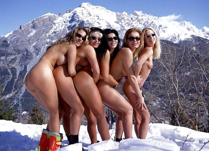 雪上の外国人ヌード 9