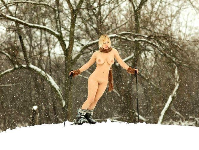 雪上の外国人ヌード 22