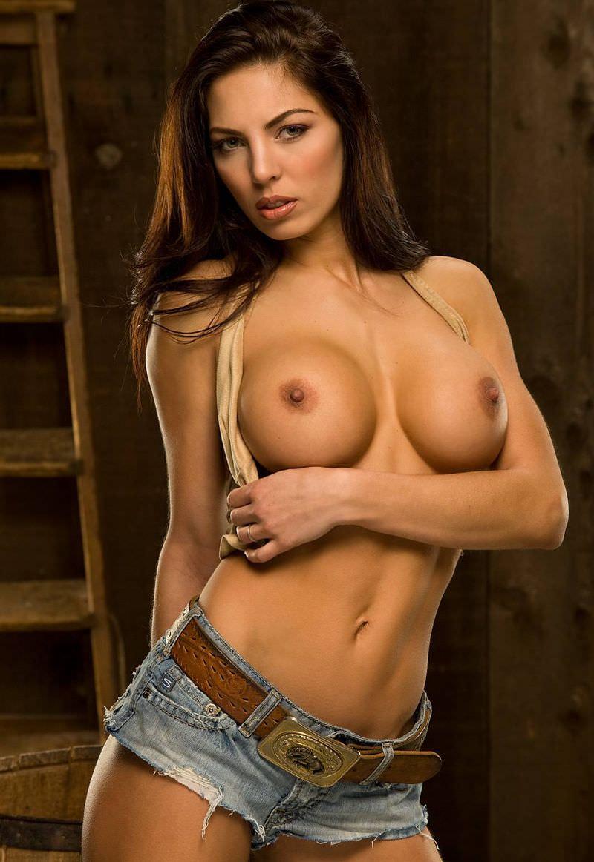 外国人美女の勃起乳首 16