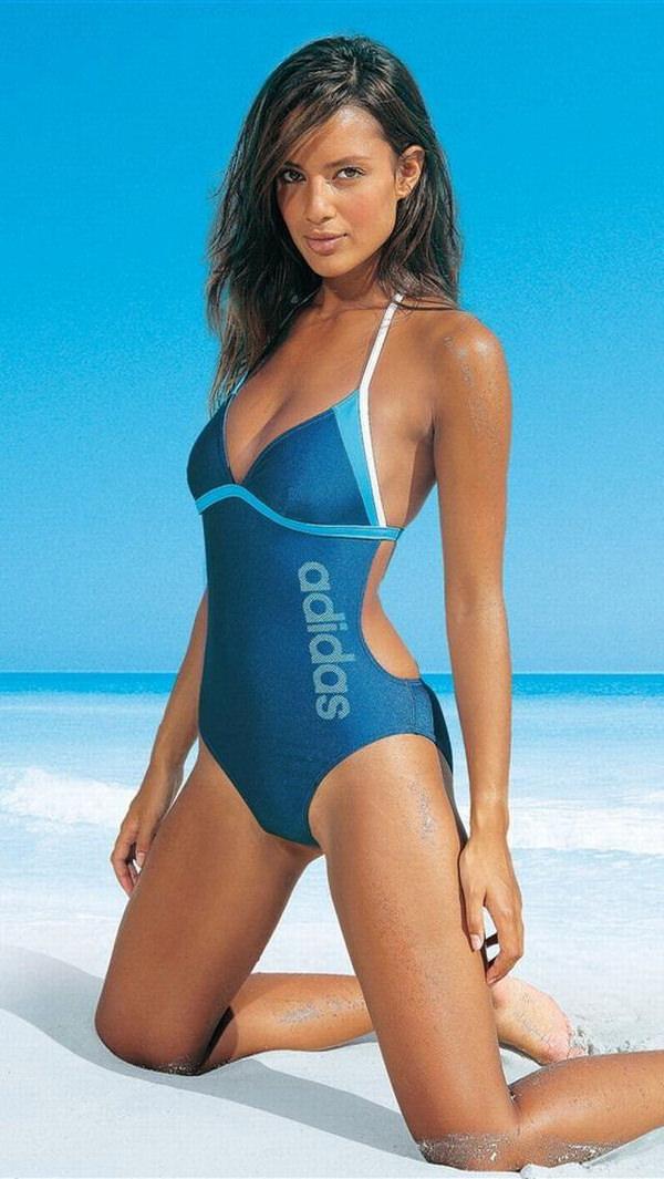 競泳水着姿の外国人美女 26