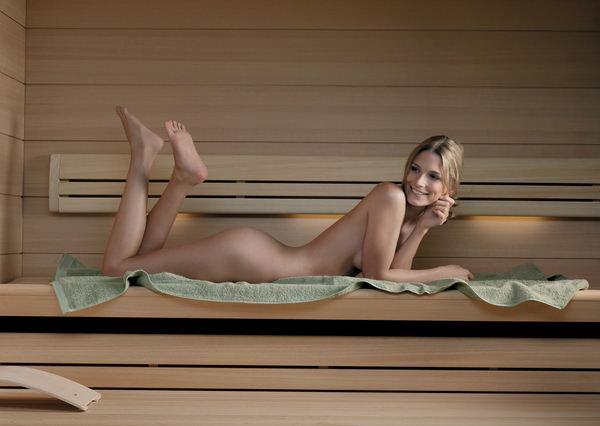 サウナ浴中の外国人美女ヌード 4
