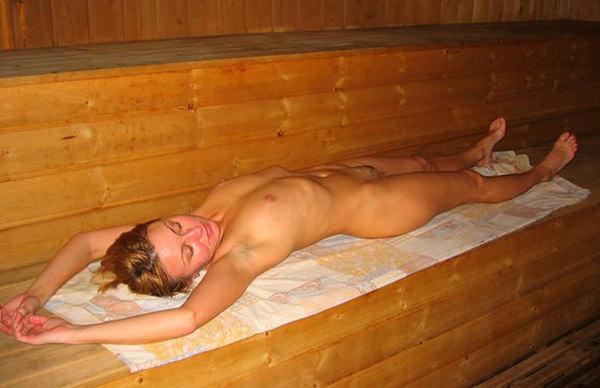 サウナ浴中の外国人美女ヌード 13