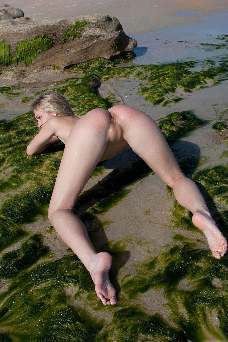 外国人美女の大自然で撮られたヌード 19