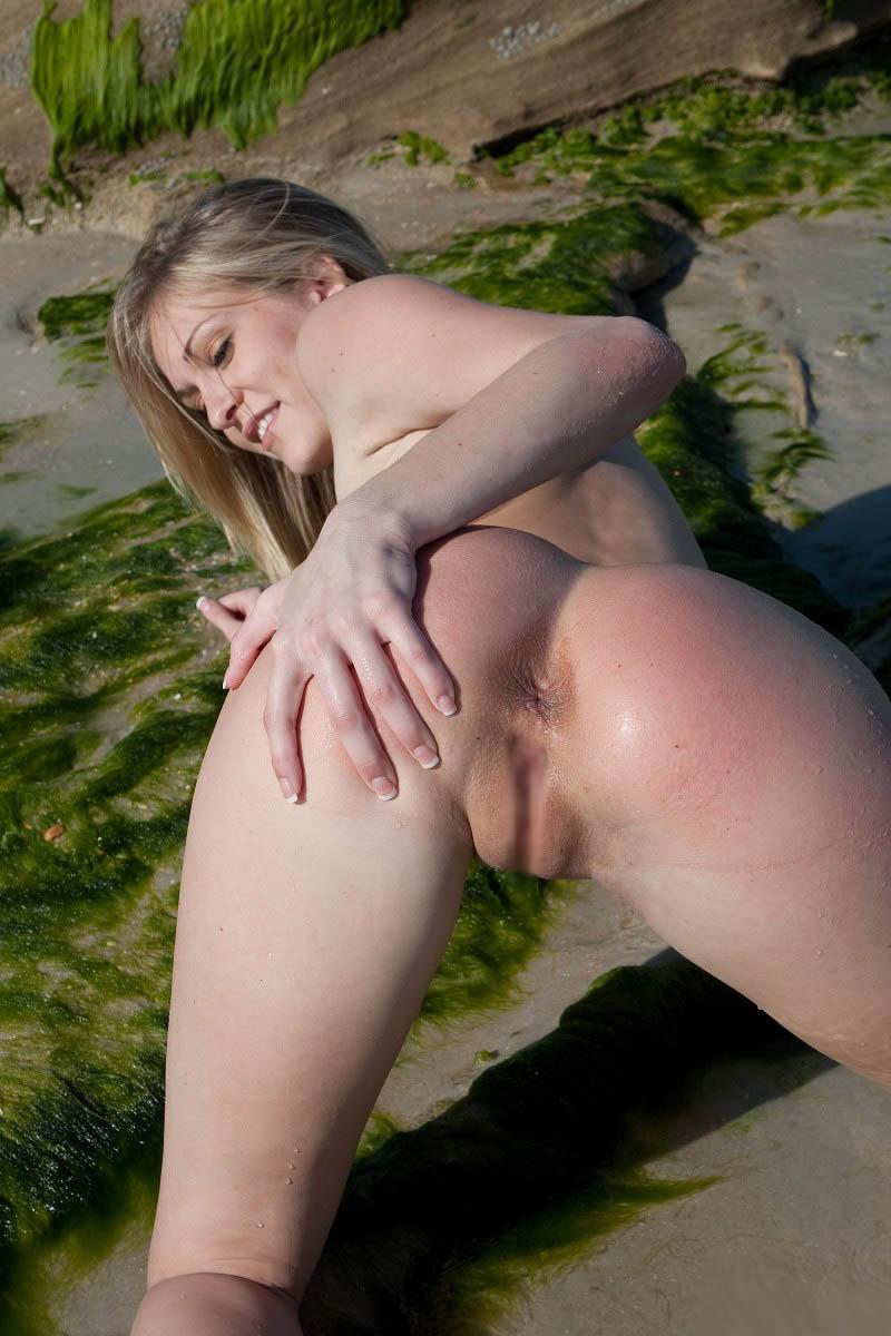 外国人美女の大自然で撮られたヌード 21