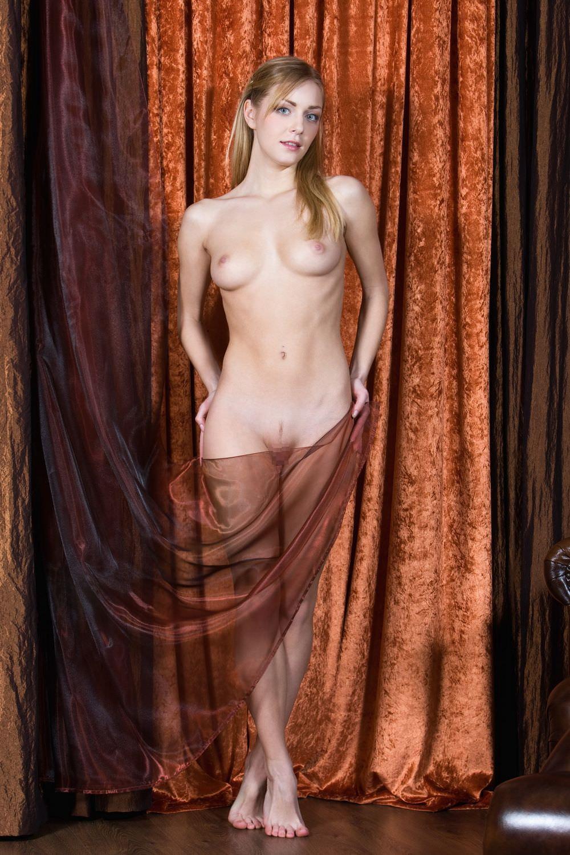 外国人美女のスレンダーボディのヌード 25
