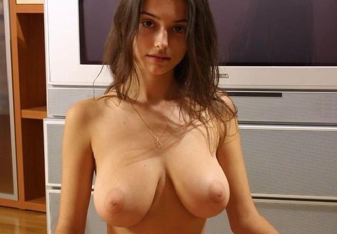 外国人女性の垂れ乳 4