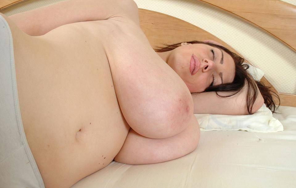 外国人女性の垂れ乳 6