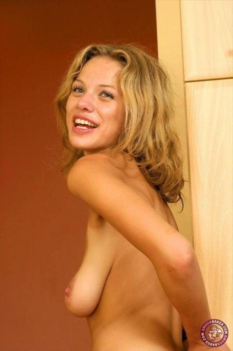 外国人女性の垂れ乳 11