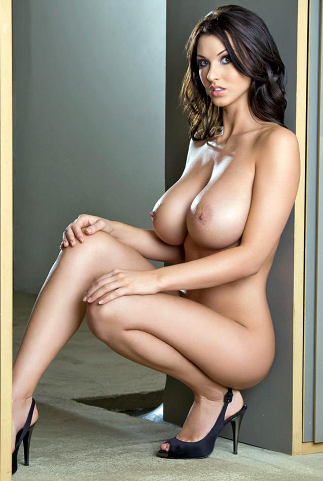 外国人女性の垂れ乳 14