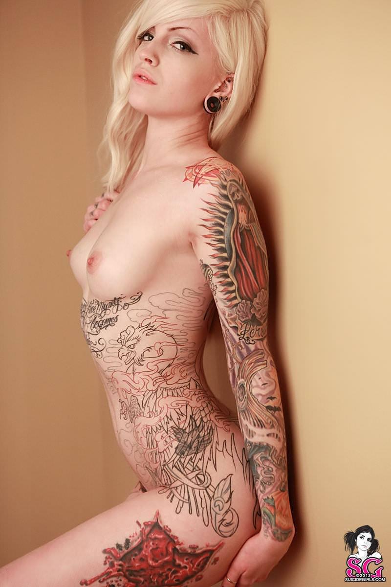 全身タトゥーの外国人美女 7