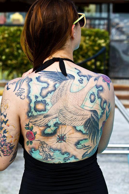 全身タトゥーの外国人美女 9