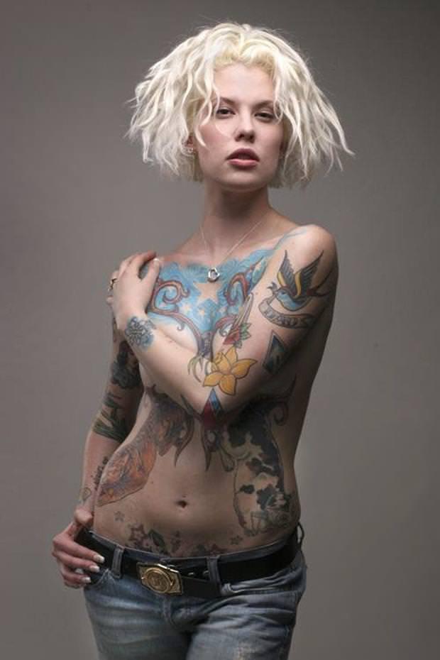 全身タトゥーの外国人美女 14
