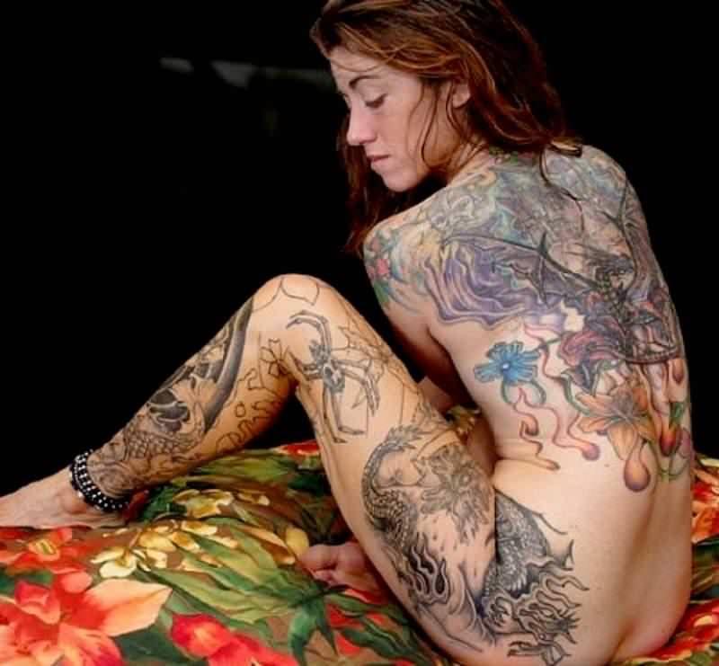 全身タトゥーの外国人美女 18