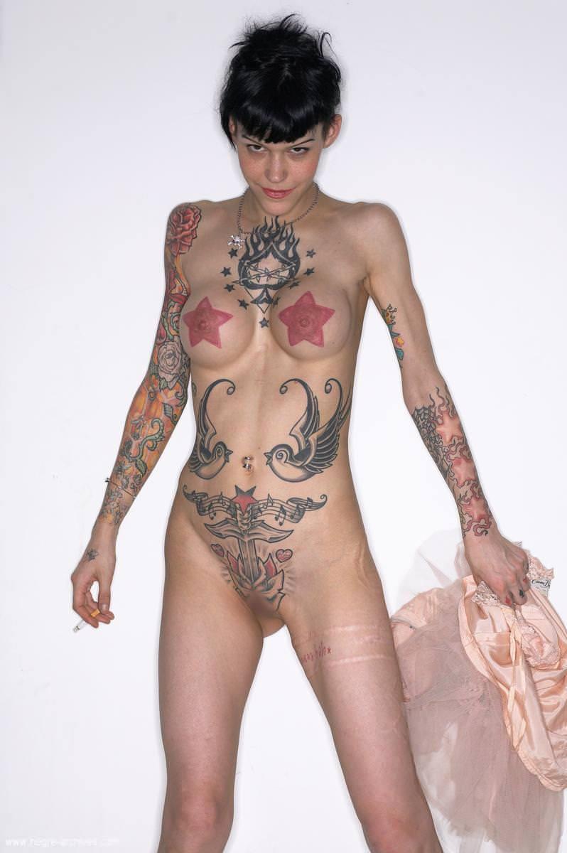 全身タトゥーの外国人美女 26