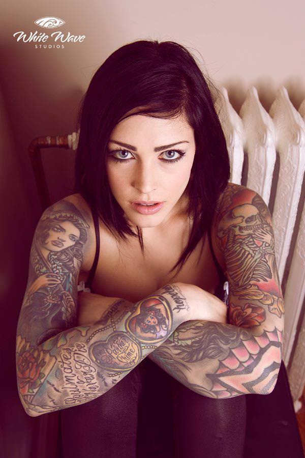 全身タトゥーの外国人美女 32