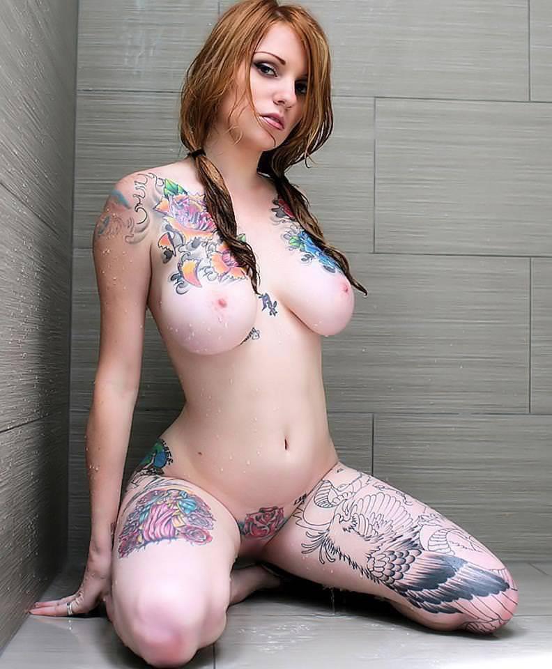 全身タトゥーの外国人美女 33