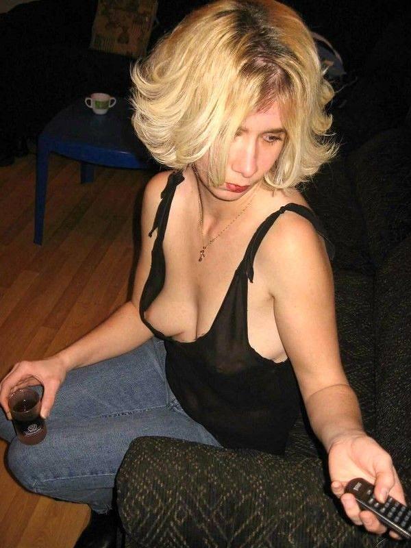 外国人素人の乳首チラ 17
