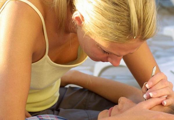 外国人素人の乳首チラ 31