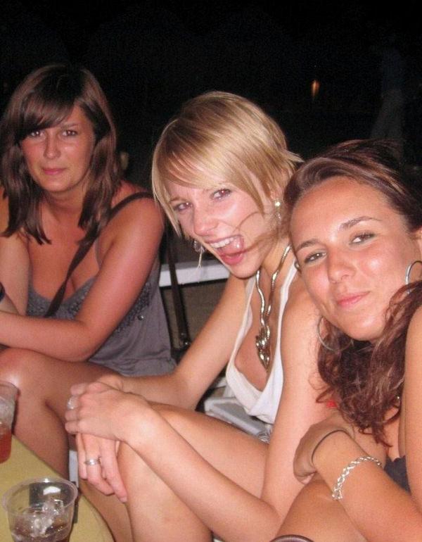 外国人素人の乳首チラ 38