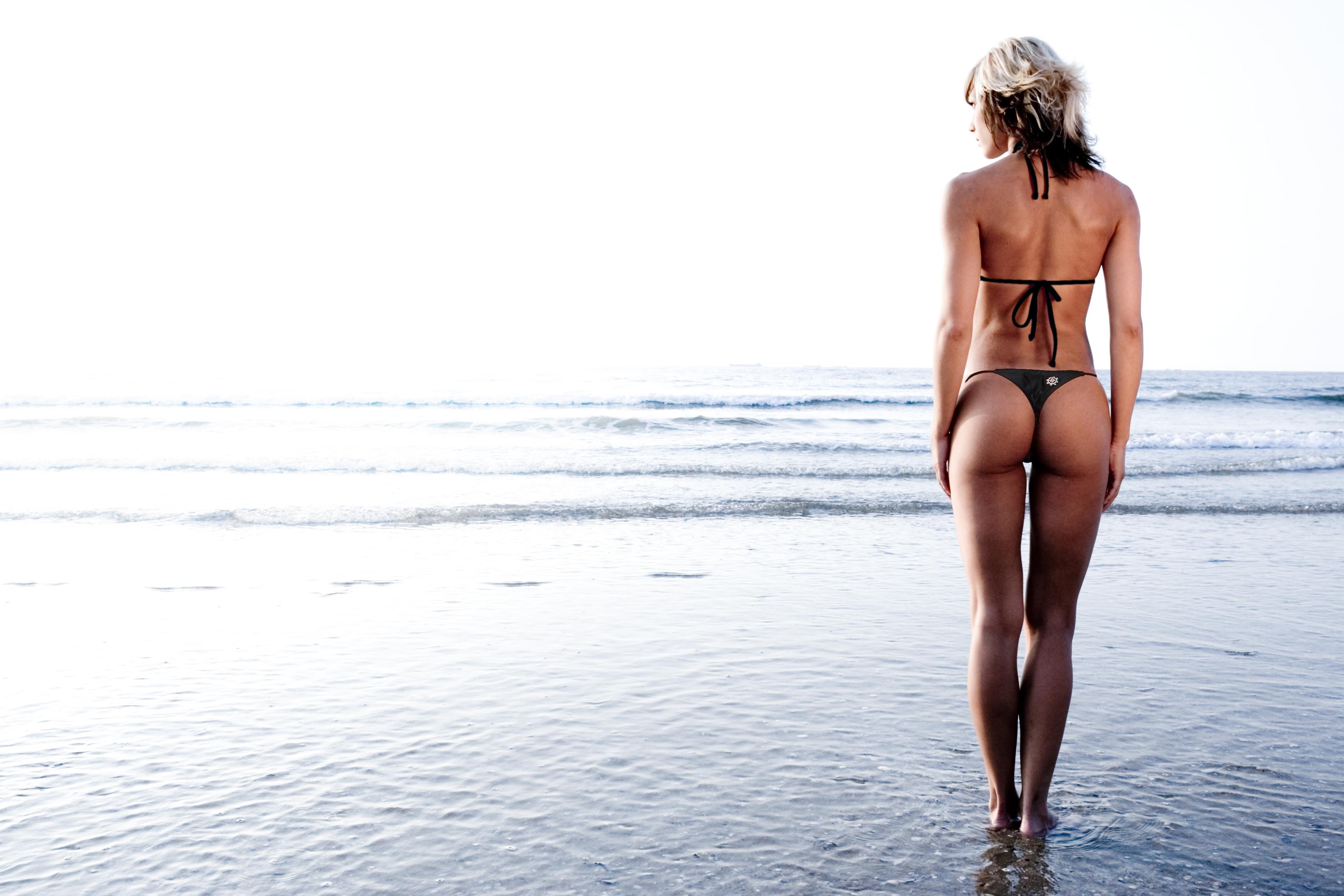 セクシー外国人美女の水着姿 22
