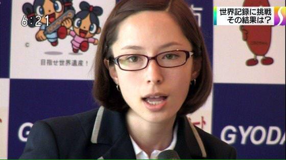 【画像あり】東京マラソン中継に登場したギネス世界記録認定員の女性がクッソ美人すぎると話題にwwww