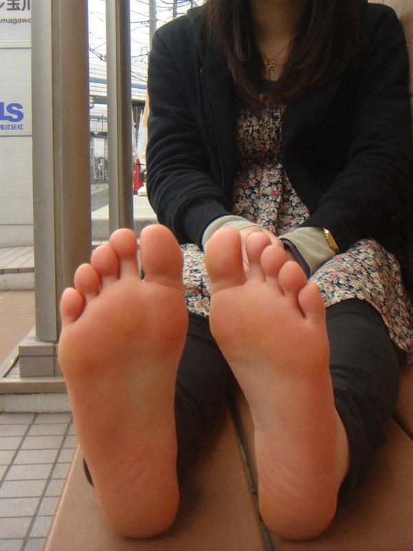 裸足の足の裏 1