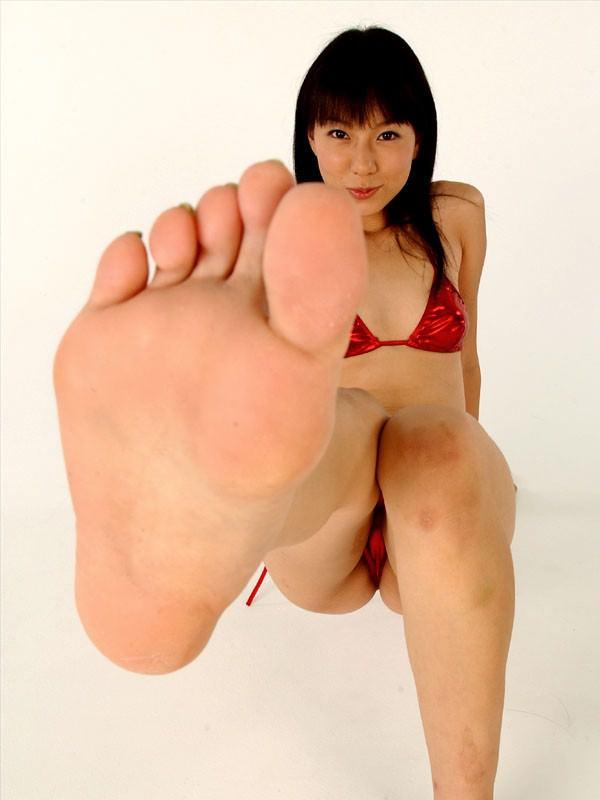 裸足の足の裏 3
