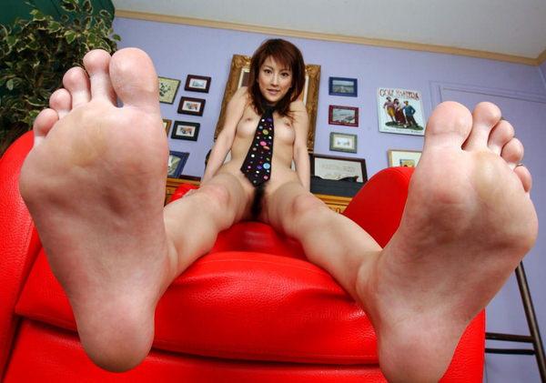 裸足の足の裏 4