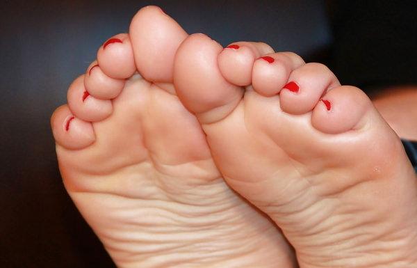 裸足の足の裏 6